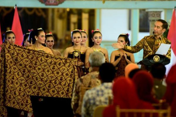 Presiden Jokowi Ajak Bangsa Indonesia Lestarikan Batik Nusantara