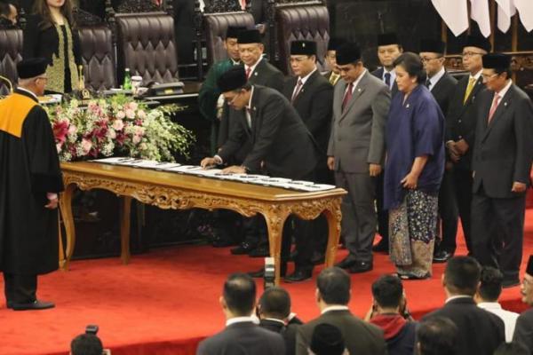 Kursi Pimpinan Ditambah, Pemerintah Tambah Anggaran MPR RI
