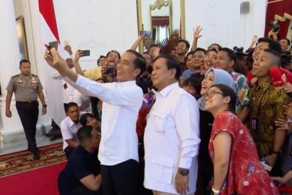 Berkemeja Putih, Prabowo Temui Jokowi di Istana Merdeka