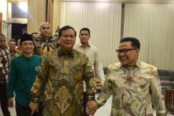 Tiba di DPP PKB, Gus Muhaimin Gandeng Tangan Prabowo Subianto