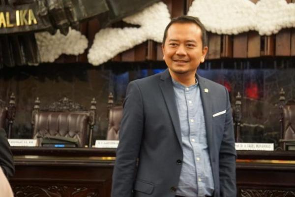 Pantun Politisi PKB untuk Mendikbud Nadiem Makarim