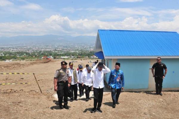 Usai Tinjau Korban Gempa Maluku, Presiden Jokowi Langsung Terbang ke Palu