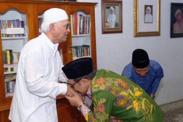 Didampingi Petinggi DPP PKB, Gus Muhaimin Sowan Gus Mus