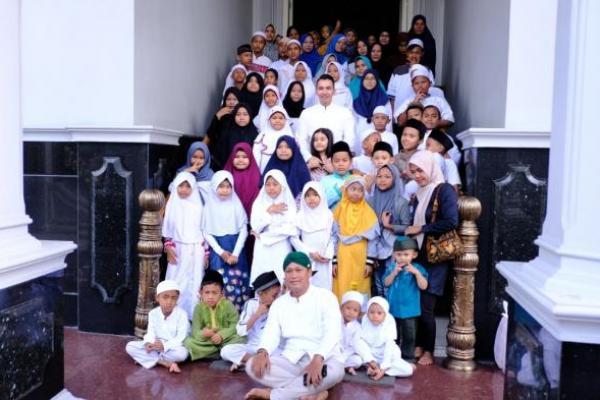 Setiap Jumat, Muhammad Kadafi Santuni Ratusan Anak Yatim