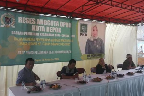 Reses di Depok, Tati Rachmawati Paparkan Urgensi UU Pesantren