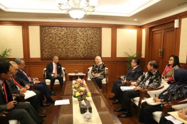 Ida Fauziyah Terima Kunjungan Mendagri Kerajaan Malaysia di Kantornya