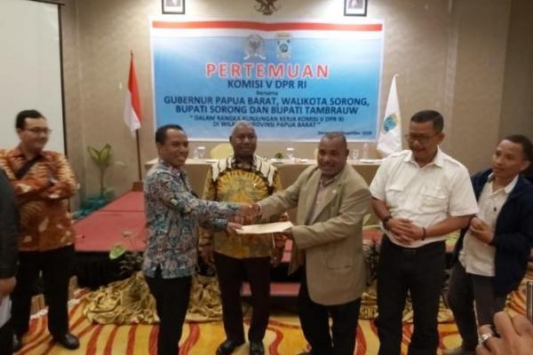 Komisi V Apresiasi Kementerian PUPR Atas Pembangunan Infrastruktur di Papua Barat