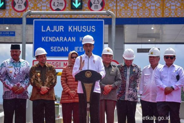 Resmikan Jalan Tol Pertama di Kalimantan, Presiden Jokowi: Bisa Tingkatkan Konektivitas
