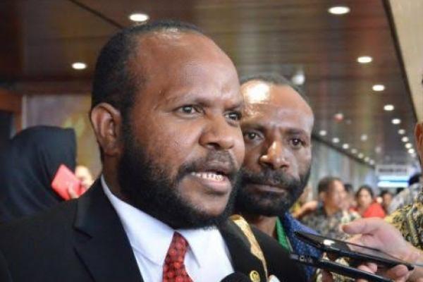 Marthen Douw Awasi Distribusi BBM Satu Harga di Papua