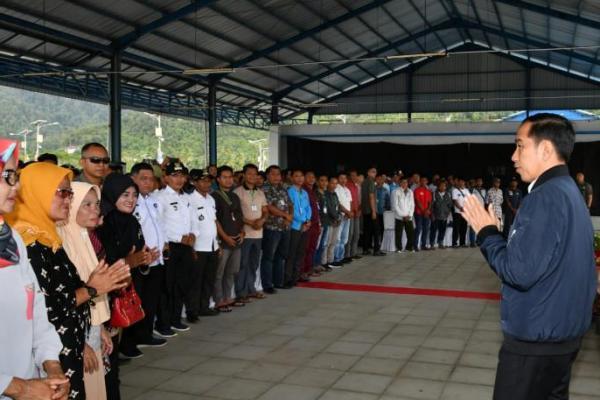 Kunjungi Natuna, Presiden Jokowi Bertemu Ratusan Nelayan