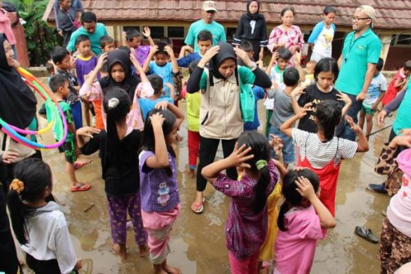 Tim Reaksi Cepat `Phala Martha` Berikan Trauma Healing Bagi Korban Banjir