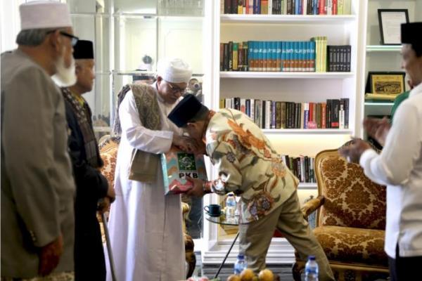 Gus Muhaimin Terima Kunjungan Sejumlah Ulama Sepuh Asal Aceh