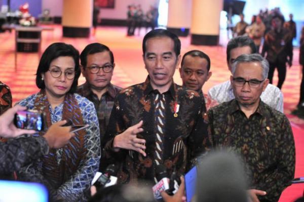 Usai Prosesi Pemakaman Ibunda, Presiden Jokowi Ikuti Sidang KTT G-20 dari Istana