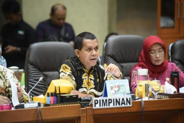 Komisi IX DPR Minta Pemerintah Sosialisasikan Keamanan Vaksin