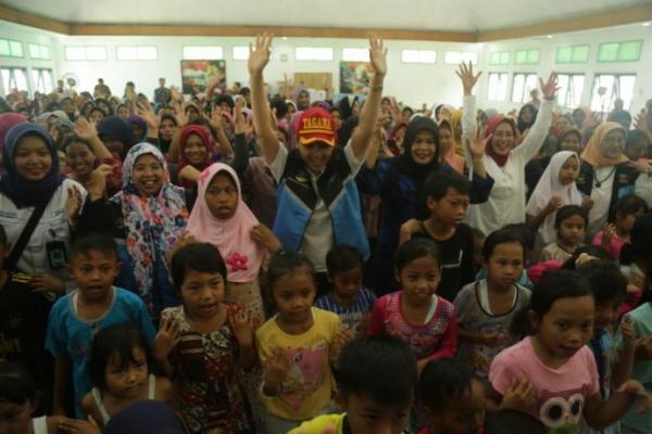 Grace Batubara Tinjau Lokasi Banjir di Lebak