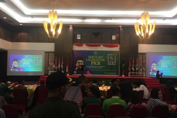 Gelar Sekolah Legislator, Jasri Usman: yang Tak Serius Jangan Diluluskan