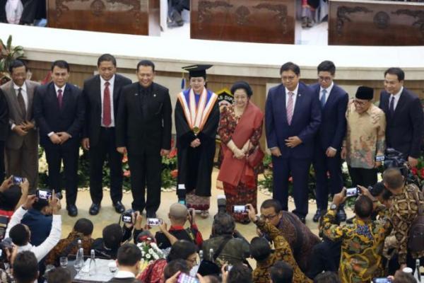 Terima Gelar Doktor Kehormatan, Puan Maharani Buktikan Perempuan Indonesia Bisa
