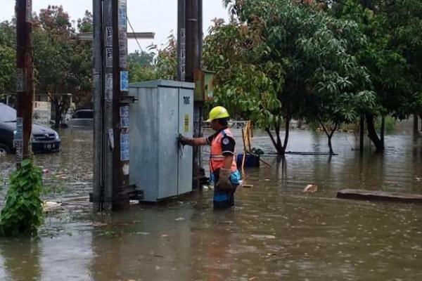 PLN Kembali Nyalakan 247 Gardu Listrik Pascabanjir Jakarta