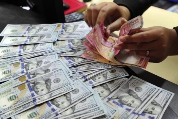 Rupiah Sentuh Rp14.100 Per Dolar AS Siang Hari Ini