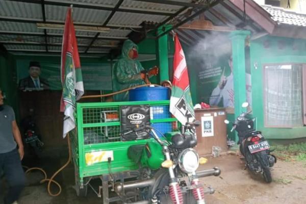 PKB Banten Semprotkan Disinfektan ke Fasilitas Umum di Tangsel
