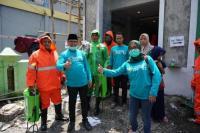 Legislator PKB Bantu Semprot Disinfektan ke Pesantren di Brebes