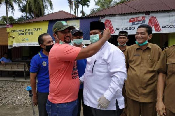 Satgas COVID PKB Padang Pariaman Semprot Fasilitas Umum dan Rumah Warga
