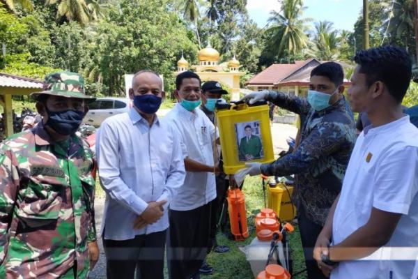Reses, Legislator PKB Padang Pariaman Serahkan Bantuan Disinfektan
