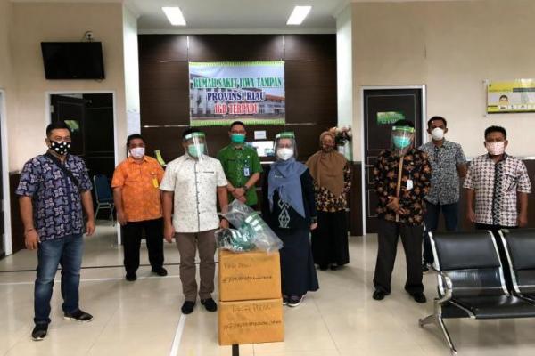 DPW PKB Riau Serahkan Bantuan APD ke RS Rujukan Covid-19