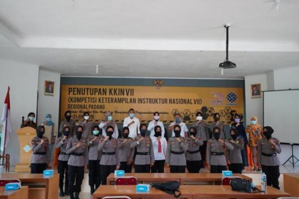 BLK Padang Latih Polwan Jahit Masker