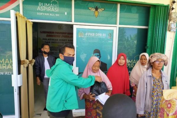 Awal Ramadhan, Sofyan Ali Salurkan Sembako untuk Warga Terdampak Covid-19