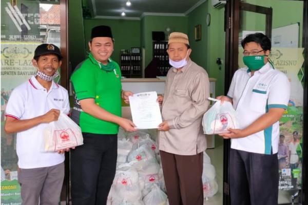 Ketua FPKB DPRD Jateng, Sarif Abdillah Serahkan Bantuan Sembako ke PCNU Banyumas