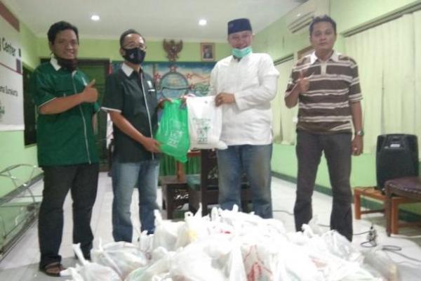 Legislator PKB Jateng Serahkan Bantuan Sembako ke PCNU Kota Surakarta