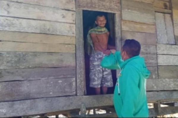 Bagikan Sembako, DPC PKB Buton Utara Sasar Warga Kurang Mampu