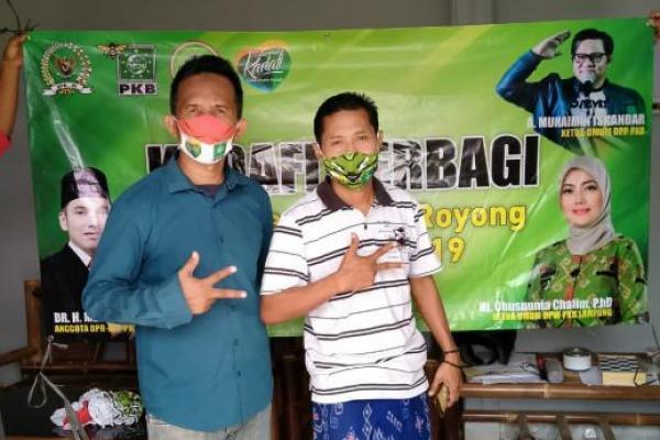 Politisi PKB, Kadafi Bagikan Sembako ke Komunitas Kicau Mania Lampung
