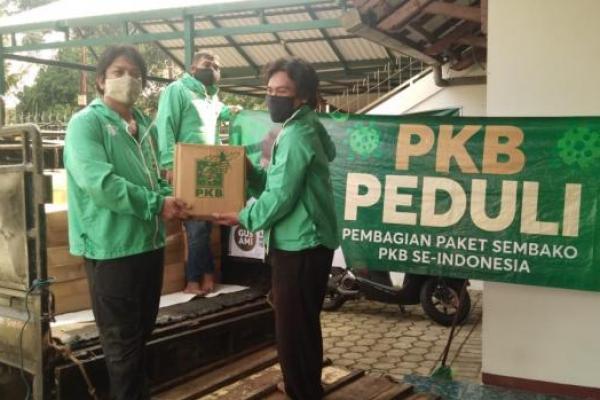 PKB Jaksel Kembali Sebar Ribuan Paket Sembako Untuk Warga