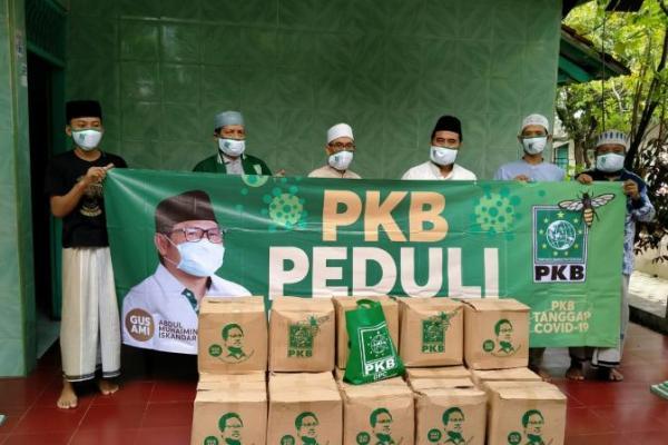 PKB Kota Tengerang Serahkan Bantuan Gus Muhaimin ke Guru Ngaji dan Santri