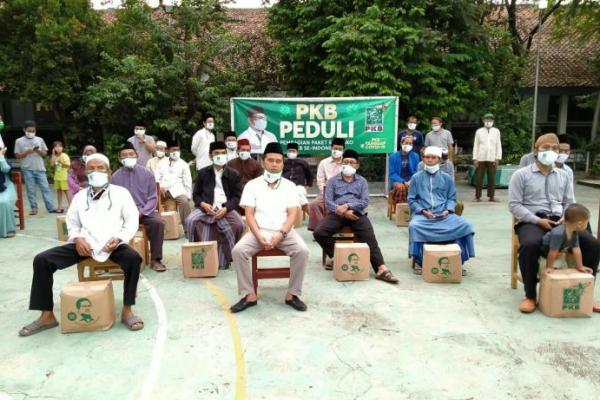 Peduli Guru Ngaji, PKB Kota Tangerang Bagikan Bantuan dari Gus Muhaimin