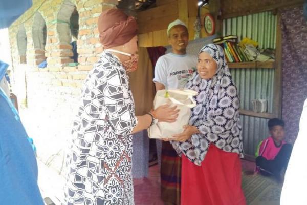 Luluk Nur Hamidah Salurkan Bantuan Sembako di Sragen