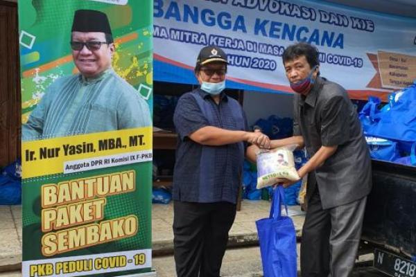Selain Masker dan HS, Legislastor PKB Nur Yasin Bagikan 40 Ton Beras ke Masyarakat