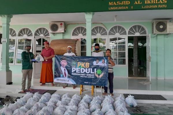 Selain Way Kanan dan Lampung Utara, Soni Bagikan Sembako di Bandar Lampung