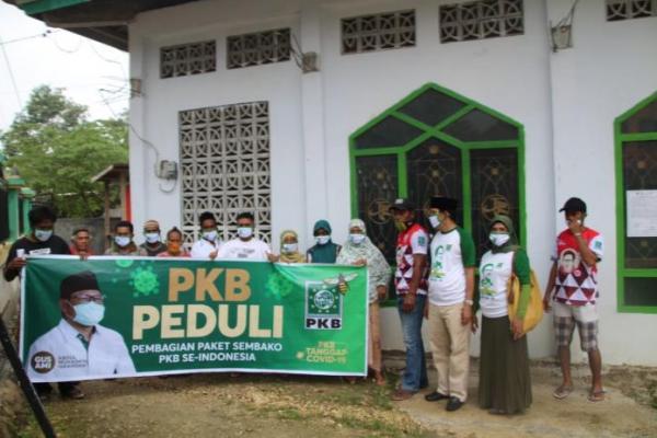 DPC PKB Kota Baubau Salurkan Sembako Cak Imin ke Beberapa Pesantren