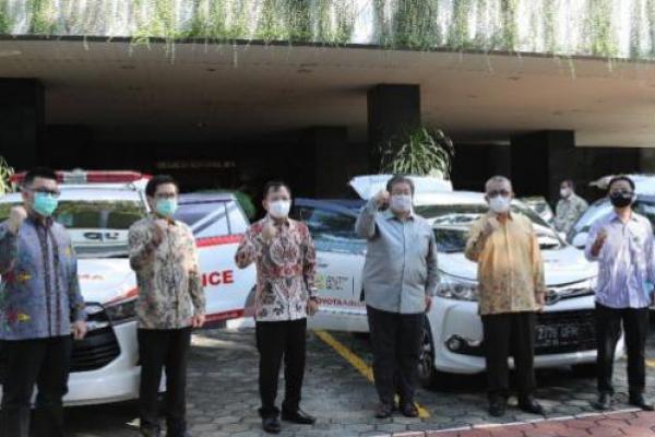 Kemenkes Terima Bantuan 3 Ambulan dan Jasa Antar Jemput Nakes Covid-19