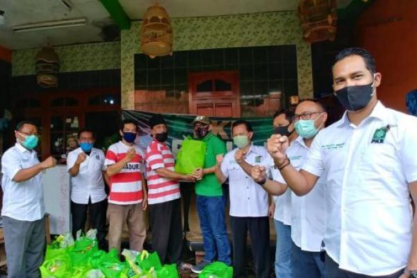 Terus Bergerak, PKB Semarang Santuni Pemijat dan Tukang Cukur