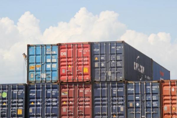 Laju Impor Masih Rendah, Neraca Perdagangan Agustus Surplus Lagi