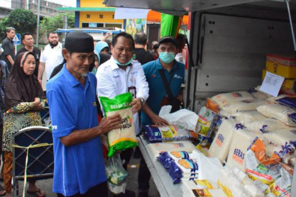 Tekan Harga Gula, Bulog Waingapu Gelar Operasi Pasar