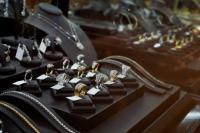 Penjualan Industri Perhiasan Merosot Hingga 90 Persen