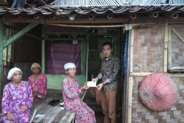 Legislator PKB Banten Salurkan Bantuan untuk Masyarakat Terdampak COVID-19 di Serang