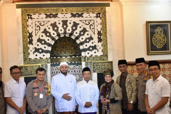 Luluk Nur Hamidah Silaturahmi dengan Habib Syech Abdul Qodir Assegaf