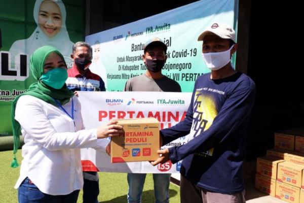 Salurkan 5.200 Paket Sembako, Ratna Juwita Gandeng Pertamina