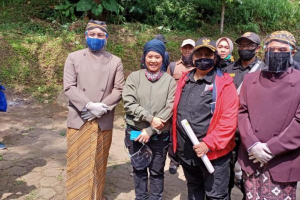 Luluk Nur Hamidah Dampingi Menteri LHK Kunjungi Karanganyar